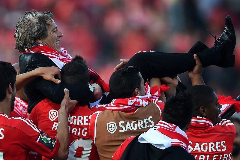 Jesus fica no comando técnico do Benfica