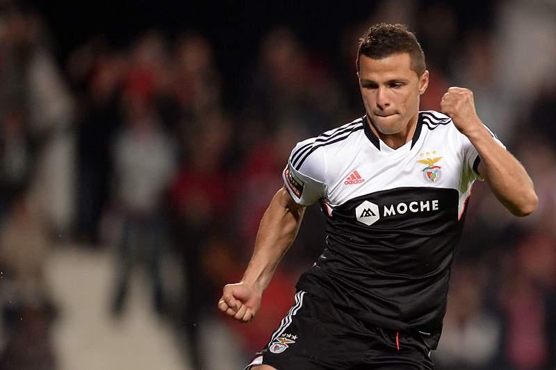 Lima dá vantagem ao Benfica