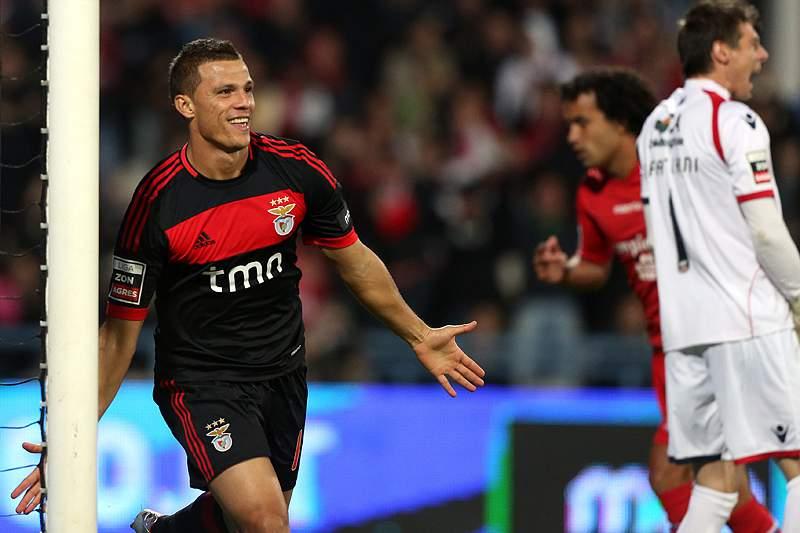 Benfica tenta juntar-se de novo ao FC Porto