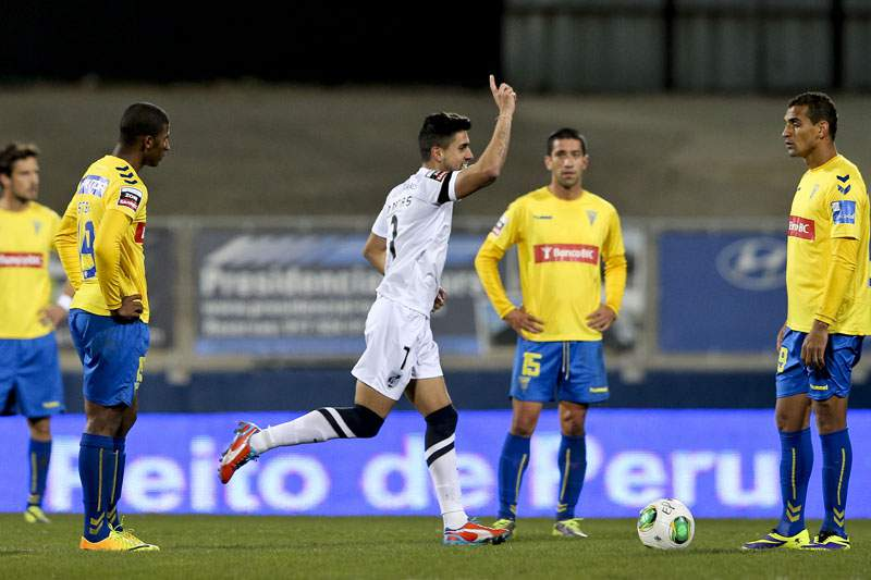 Vitória de Guimarães vence Estoril e sobe ao sétimo lugar