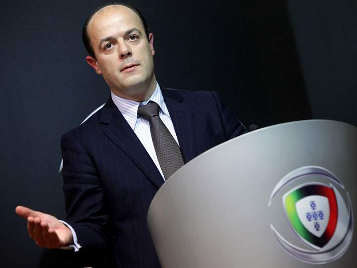 Presidente da Liga defende que árbitros não apitem os