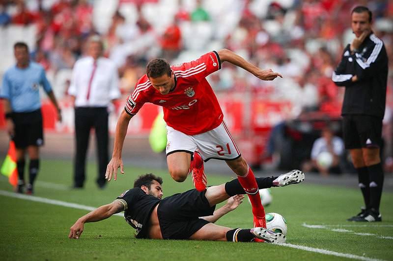 Benfica aprende a ser feliz nos descontos