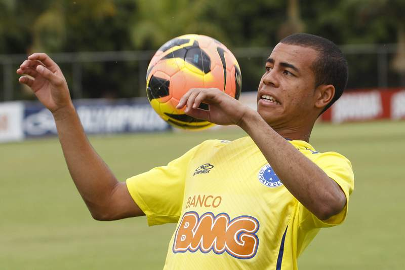 Eleito melhor lateral direito do Campeonato Brasileiro, Mayke tem claúsula de rescisão de 4 milhões de euros.