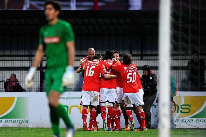 Benfica vence Paços com golos de Garay e Markovic