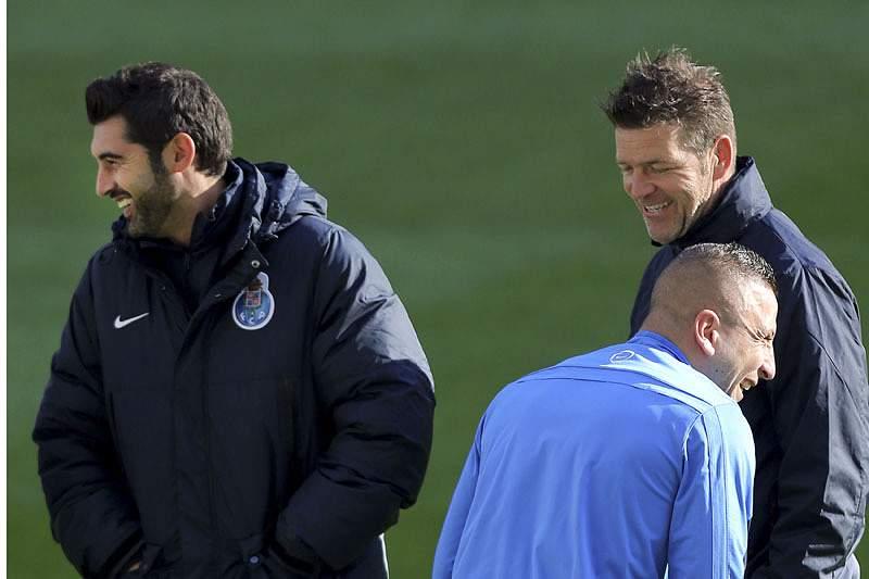 Ghilas e Quintero em dúvida para o jogo com o Atlético