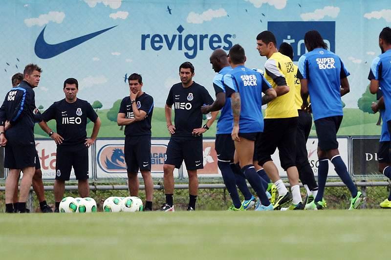 Ambiente calmo no primeiro treino após a derrota