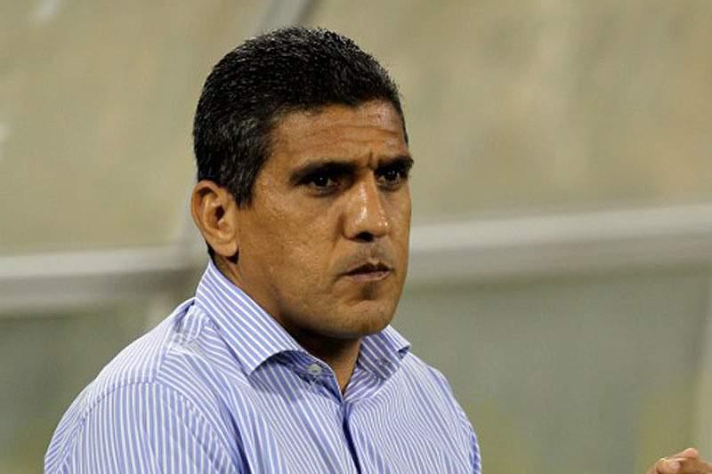 Paulo Silas orienta a sua equipa