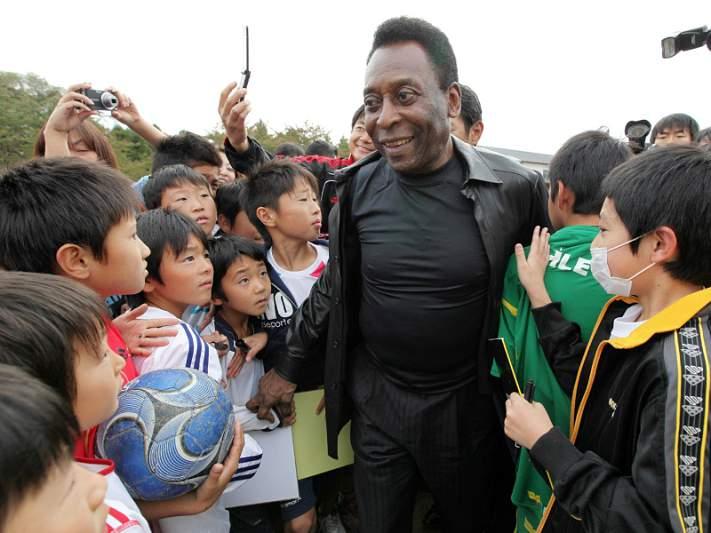 Pelé deverá ter alta na quarta-feira