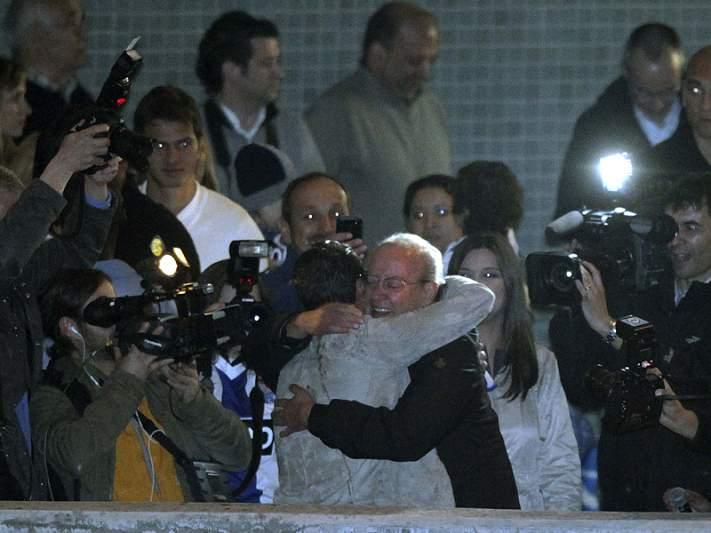 Primeiro abraço foi para Vítor Pereira