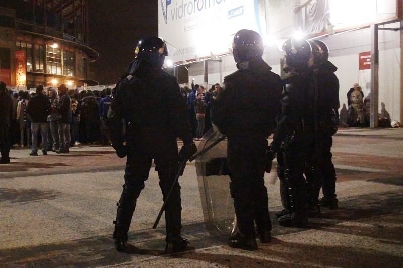Confrontos após o jogo deixam polícia ferido
