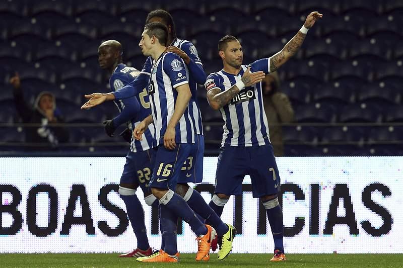 Minutos finais garantem vitória folgada ao FC Porto