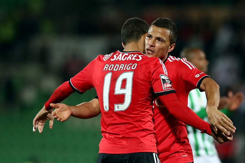 Benfica com toque de Lima vence em Vila do Conde