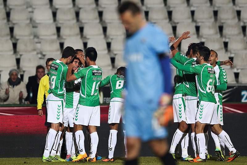 Zequinha e João Mário nos convocados para o jogo com o FC Porto