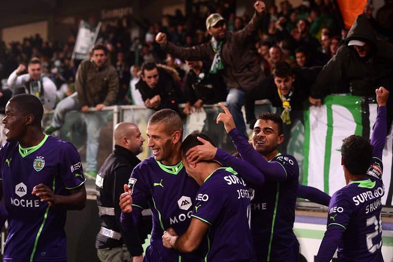 Sporting aproveita deslize do líder FC Porto e fica a um ponto