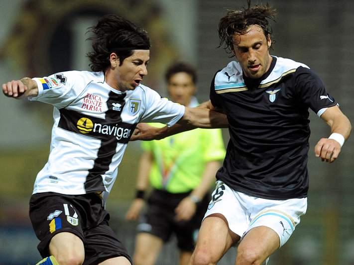 Jaime Valdés no Parma a título definitivo