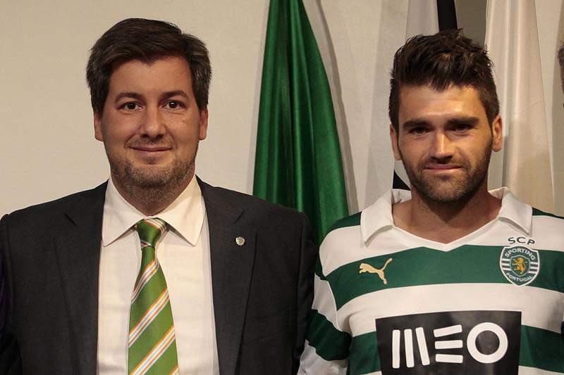 Vítor apresentado como jogador do Sporting