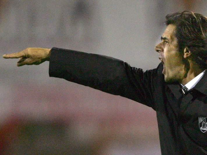 Vítor Pontes sucede a Pedro Caixinha no comando técnico