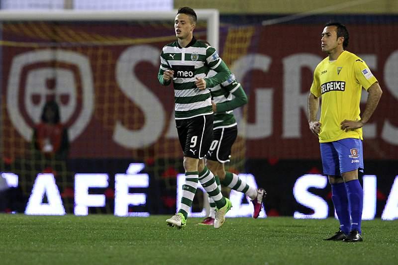 Estoril-Sporting recomeça após interrupção de cerca de 20 minutos