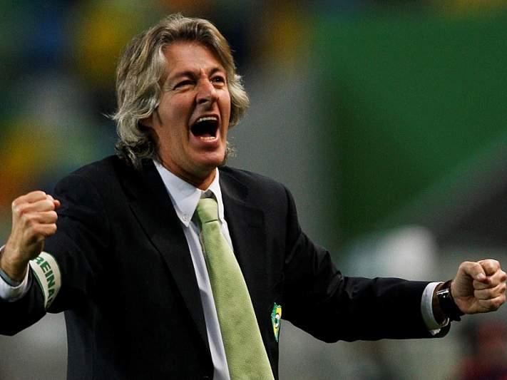 Académico de Viseu rescinde com treinador Filipe Moreira