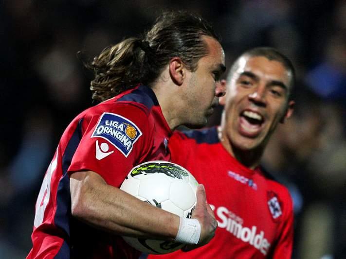 Oliveirense e Arouca empatam a dois golos
