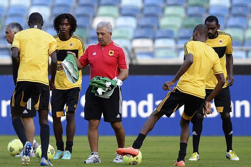 Angola despede-se com goleada
