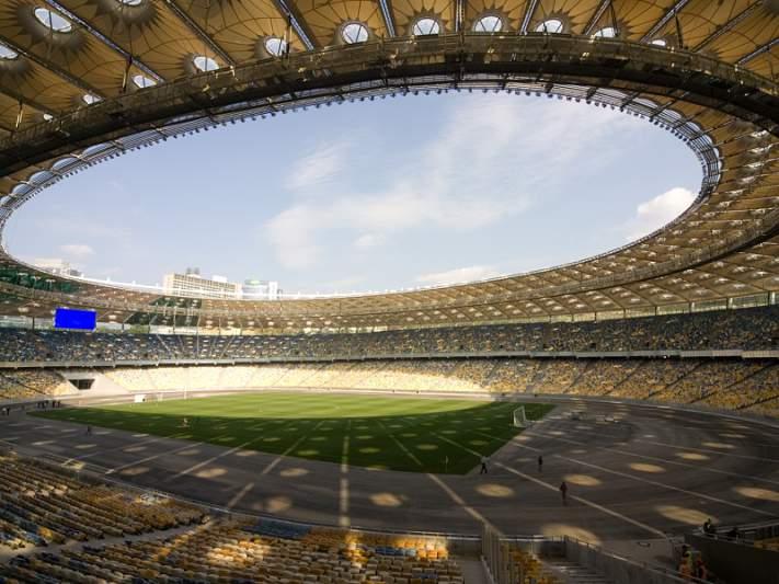 Shakira dá show na inauguração do estádio de Kiev