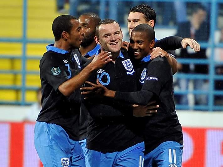 Inglaterra garante presença, Montenegro no play-off
