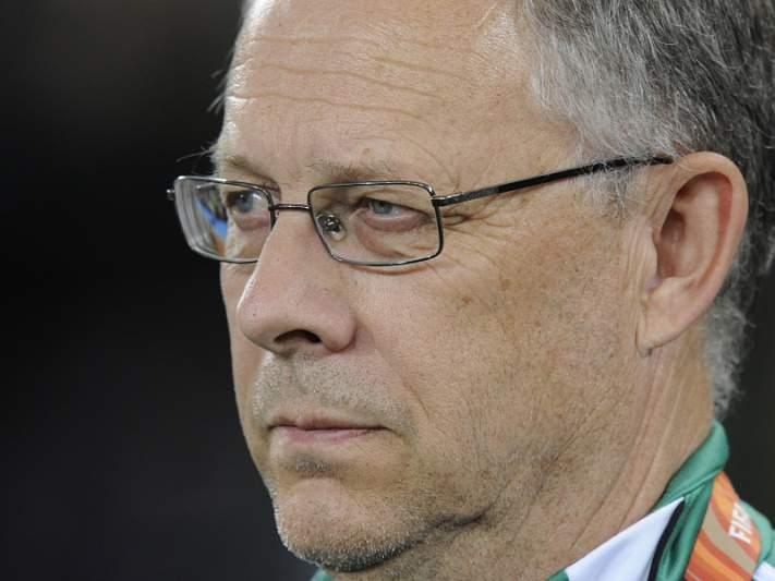 Lars Lagerback mais dois anos como selecionador da Islândia