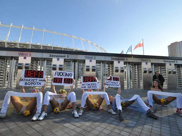 Ativistas protestam contra aumento da prostituição durante o Euro 2012