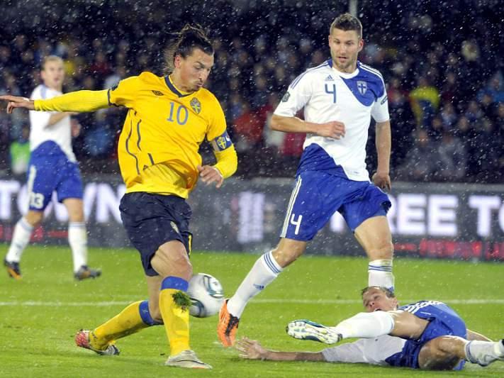 Suécia e Bósnia garantem play-off