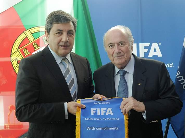 Fernando Gomes pede a Blatter para defender o jogador nacional