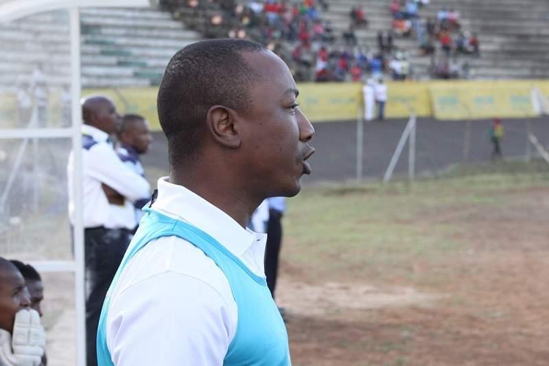 Chissano apela à profissionalização do futebol moçambicano