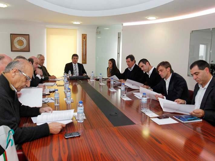 AG reprova voto de censura a Fernando Gomes