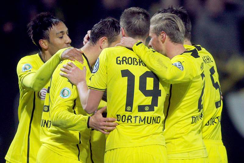 Borussia Dortmund contrata médio sérvio Milos Jojic