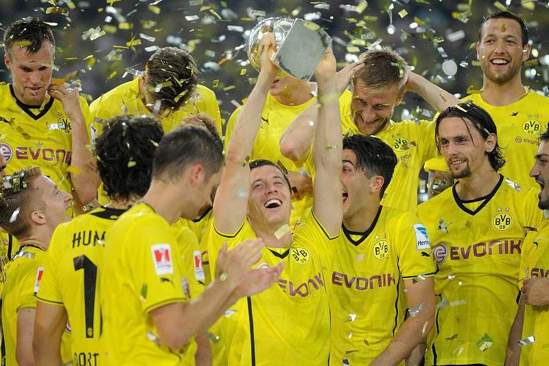 Borussia Dortmund 'vinga-se' da Champions e derrota Bayern
