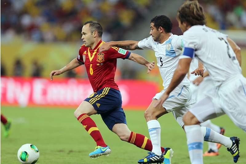 Seis futebolistas espanhóis roubados