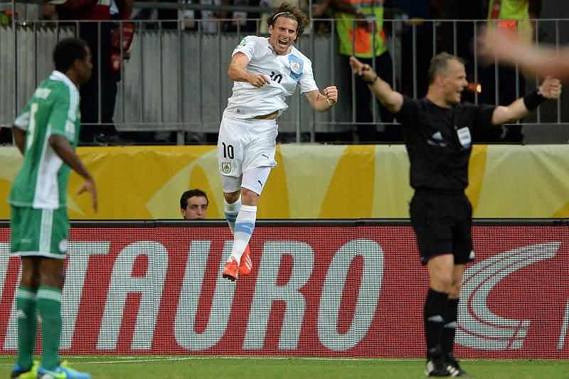 Forlán brilhou com a assinatura do segundo golo uruguaio