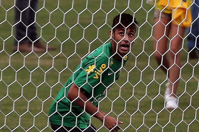 Neymar e Iniesta entre os seis candidatos à Bola de Ouro