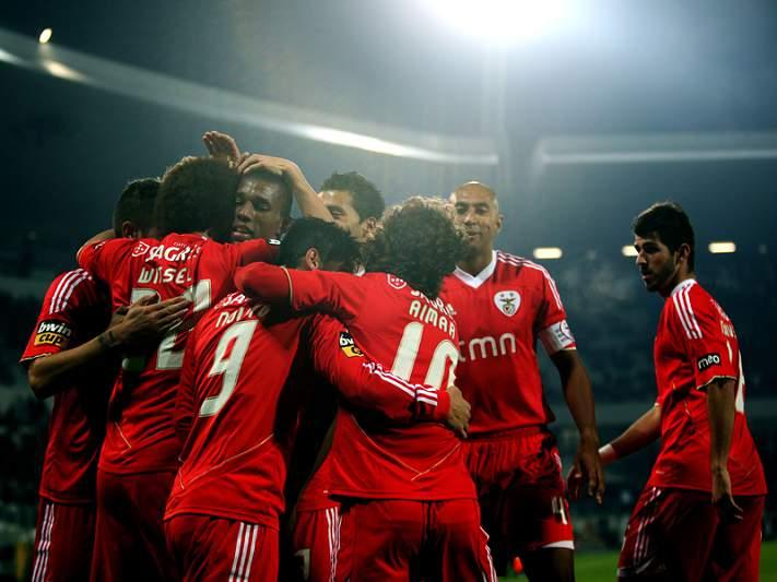 Suplentes insaciáveis dão vitória ao Benfica