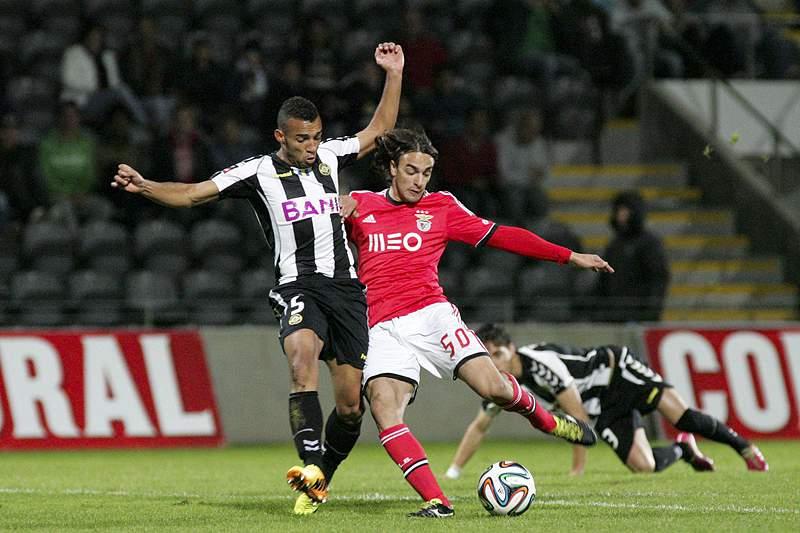 Benfica vence ao intervalo