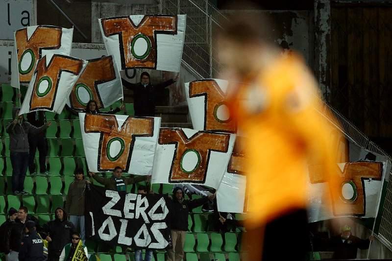 Adeptos do Sporting destroem lojas