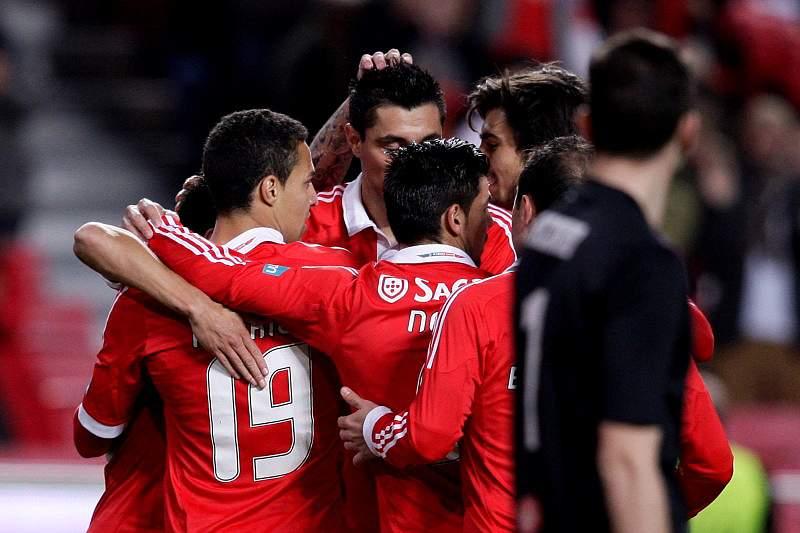 """Benfica """"depena"""" Aves na Luz"""