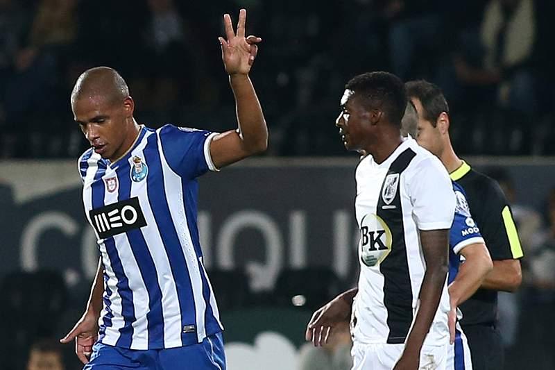 Fernando regressa e Abdoulaye estreia-se