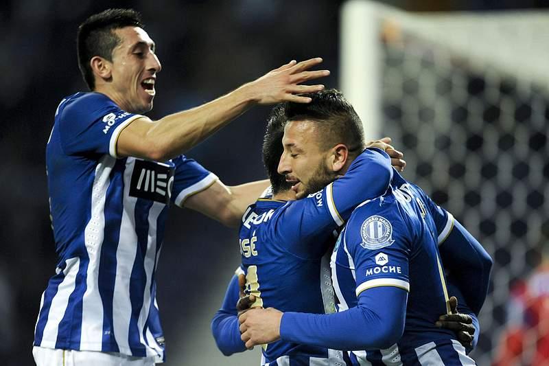 Improvável Ghilas coloca FC Porto nas meias-finais