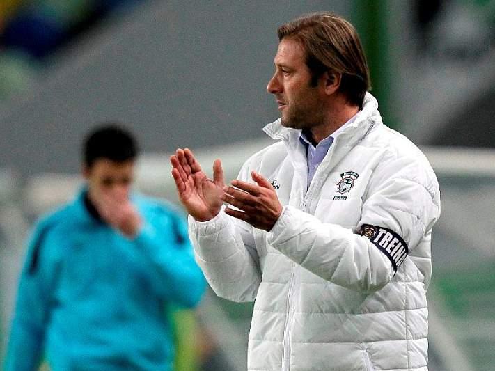 Pedro Martins espera «dificuldades acrescidas» frente ao Olhanense