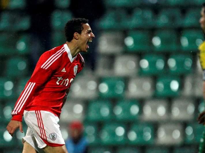 Rodrigo 'bisa' diante do Gil Vicente