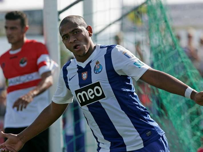 FIFA e UEFA desmentem investigação à contratação de Walter pelo FC Porto