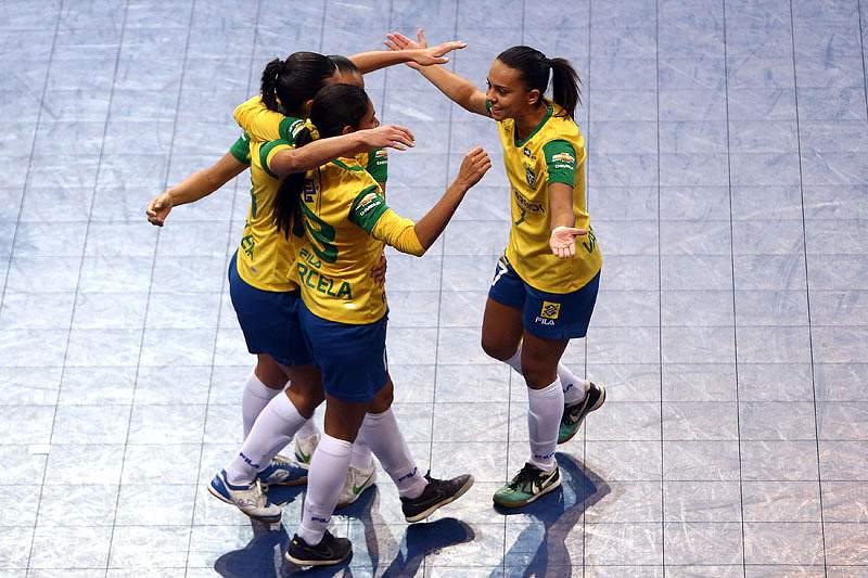Brasil goleia Venezuela e apura-se para as meias-finais