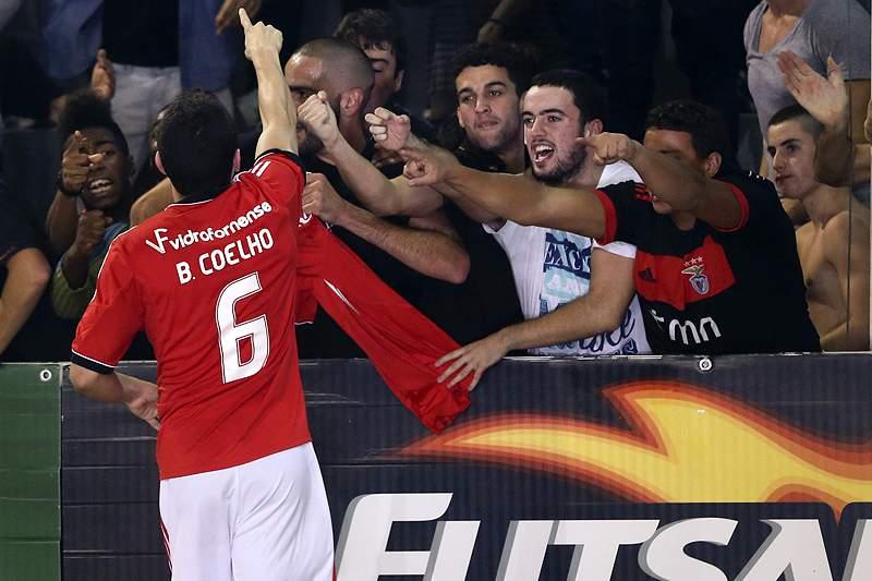 Benfica apanha Sporting e Leões de Porto Salvo na liderança