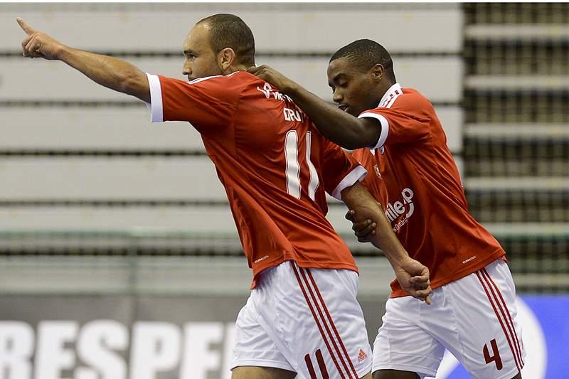 Benfica vence no regresso de Paulo Fernandes
